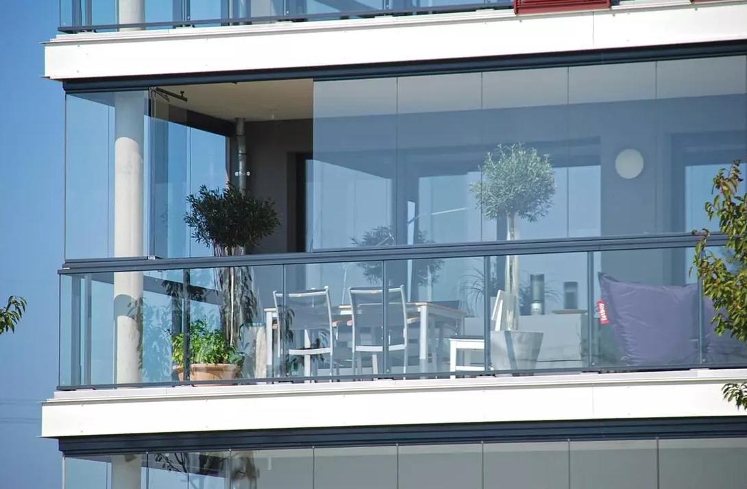 סגירת זכוכית וילון למרפסת